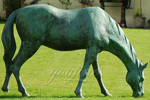 Outdoor bronze eating grass standing horse sculptures for garden